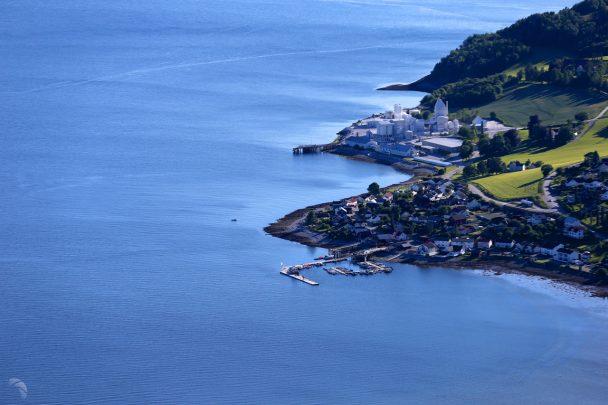 Den GYLDNE Fjordvei er 175 km sjøvei i Inderøy kommune; gjennom Borgenfjorden, Straumen, Trondheimsfjorden, Norviksundet, Skarnsundet, Verrasundet, Trongsundet og Beitstadfjorden. Hva kan vi i fellesskap, kommune, frivillighet og næringsliv sammen gjøre ut av mulighetene? Se http://dengyldnefjordvei.no for mer eller ring 939 34 929.